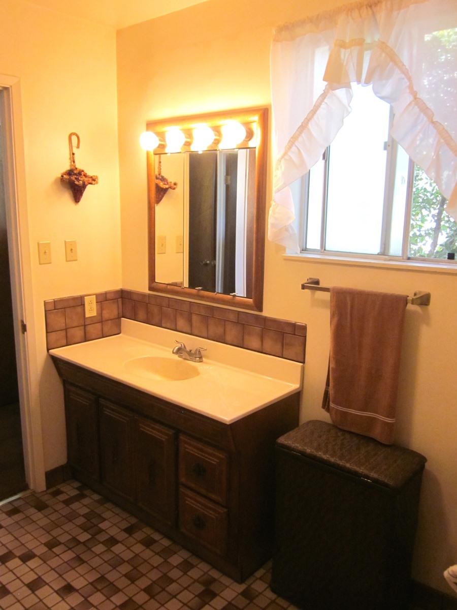 6 Bathroom 1